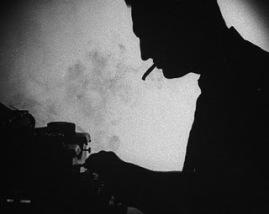 maquina-de-escribir-hombre-fumando-cigarrillo-humo-blanco-y-negro-escritor-soledad3.jpg