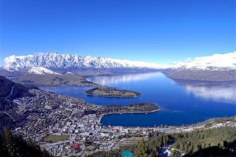 Panoramic-views-over-Queenstown-during-winter